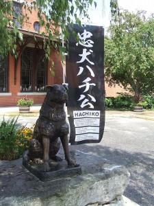 Hachi_statue_and_banner