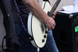 guitar-1370727719vzl9b